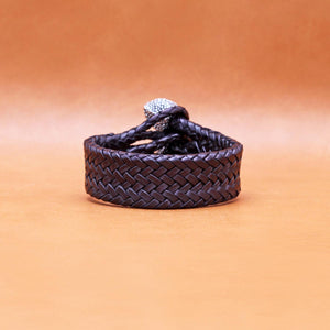 TRIPLE CLOSURE CHAMELEON CAPS WITH BRAIDED LEATHER BRACELET IN BLACK