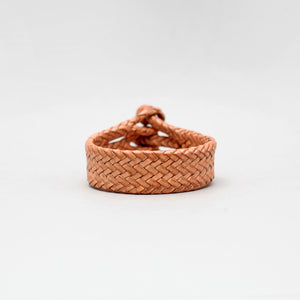TRIPLE CLOSURE BRAIDED LEATHER BRACELET IN NATURAL