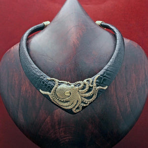 PYRAMID EXOTIC CHOKER WITH OCTOPUS
