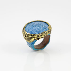 EXOTIC SKIN RING IN TURQUOISE WITH YELLOW BRASS FEATHER CROWN