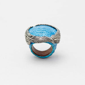 OSTRICH SKIN RING IN TURQUOISE WITH WHITE BRASS FEATHER CROWN