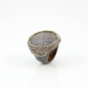 EXOTIC SKIN RING IN GREY WITH WHITE BRASS FEATHER CROWN