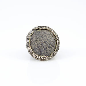 OSTRICH SKIN RING IN GREY WITH WHITE BRASS FEATHER CROWN