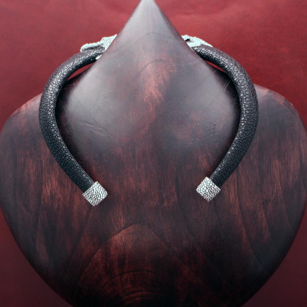 PYRAMID STINGRAY CHOKER WITH OCTOPUS