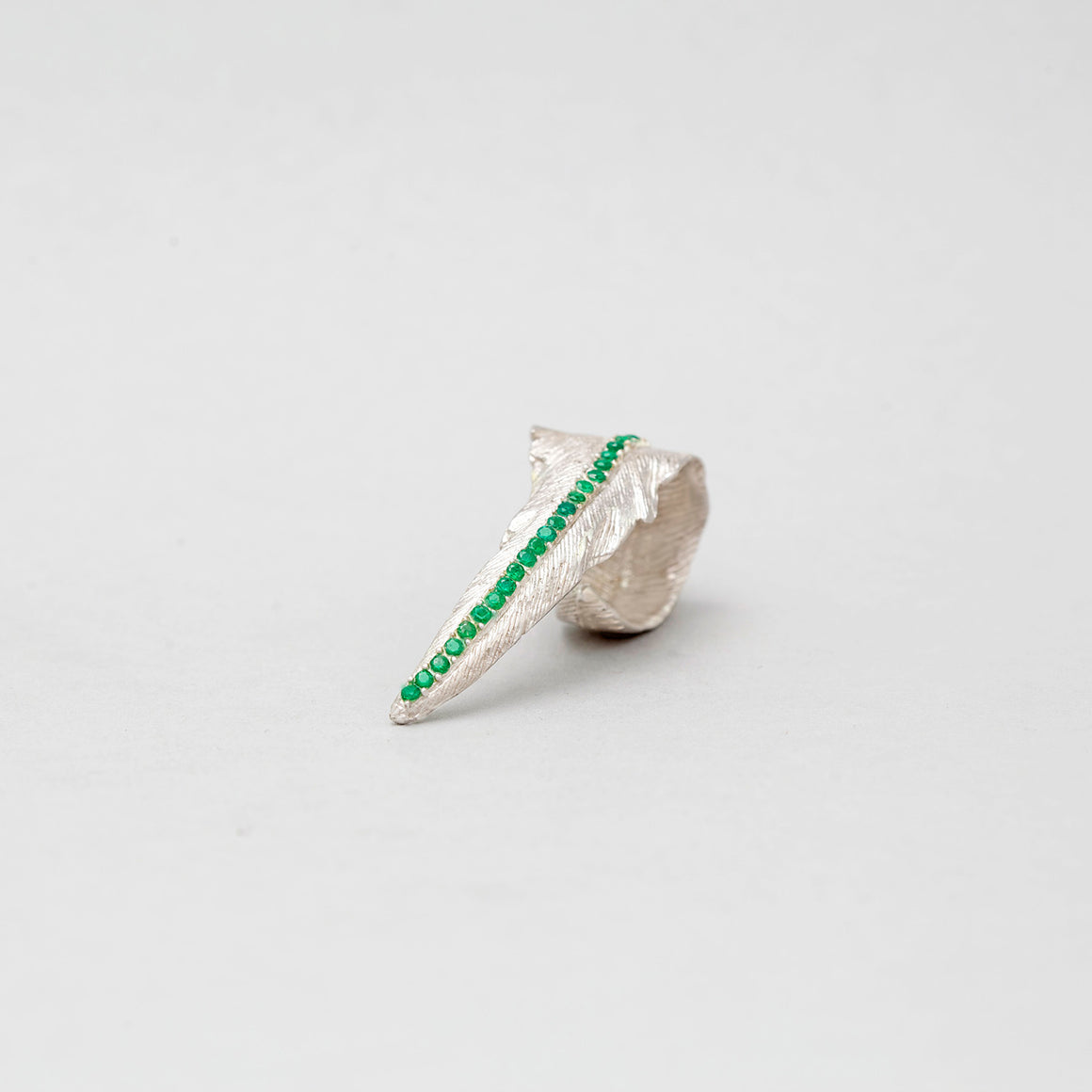 STERLING SILVER FLY RING WITH COLOMBIAN EMERALD