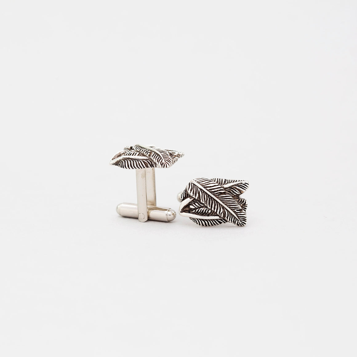FEATHER CUFFLINK IN WHITE BRASS