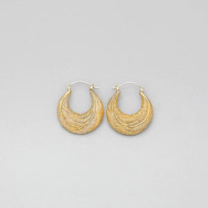 YELLOW BRASS ROUNDED FEATHER HOOP EARRINGS