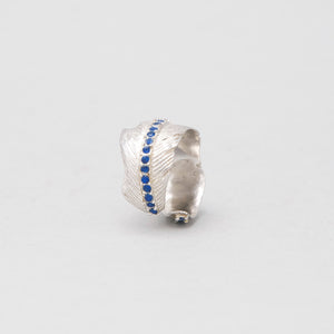 WHITE BRASS FEATHER RING WITH SRI LANKAN SAPPHIRE