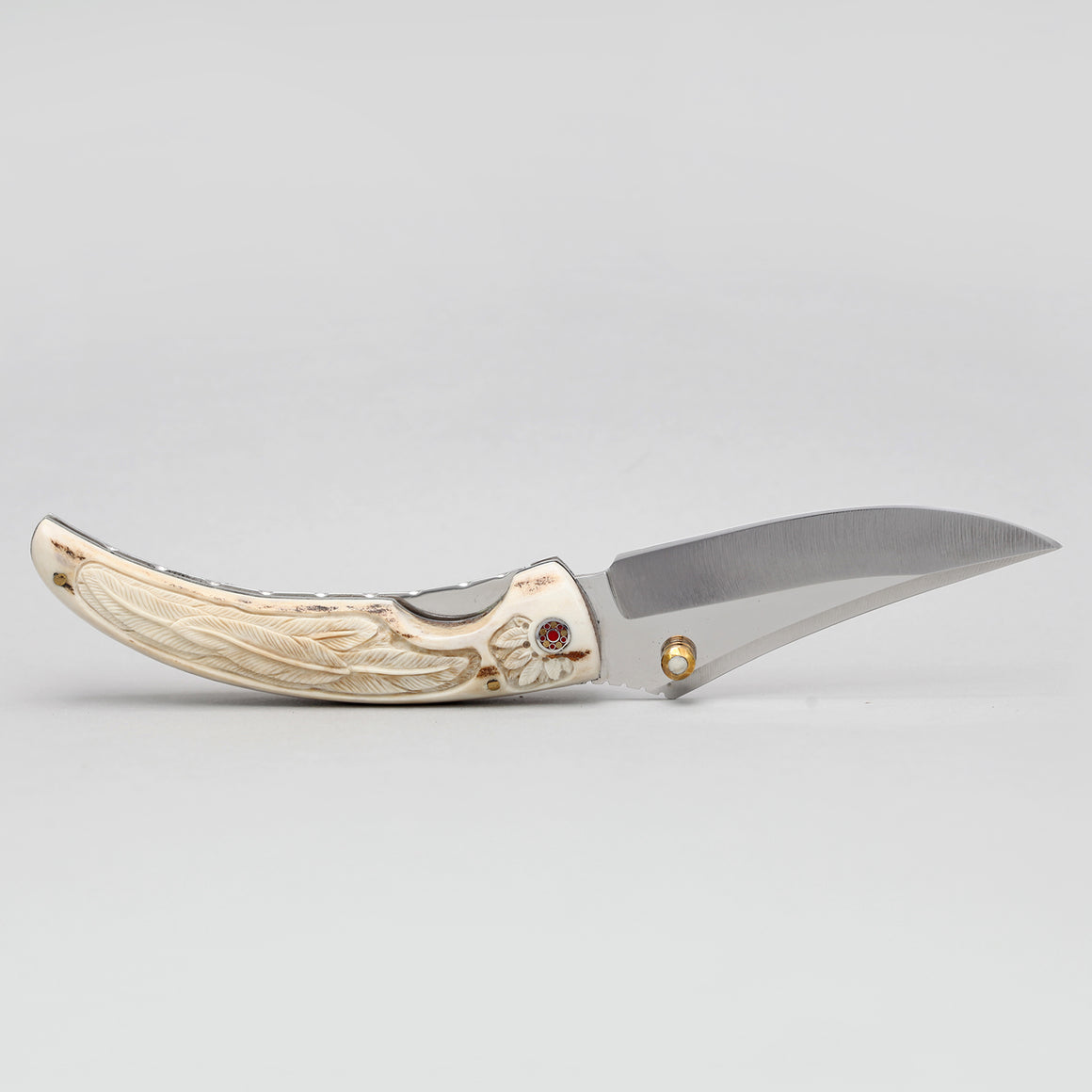 JAPANESE STEEL KNIFE WITH FEATHER ETCHING ON DEER ANTLER