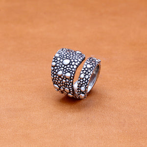 LIZARD PATTERN COIL RING