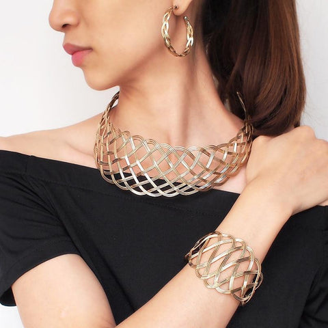 Vintage Geometric Pattern Chokers Necklace, Bangle And Earrings Set