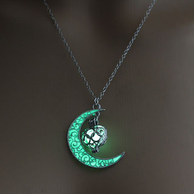 Navigator Heart Moonlight Pendant Necklace Glows In The Dark (2 Colors)