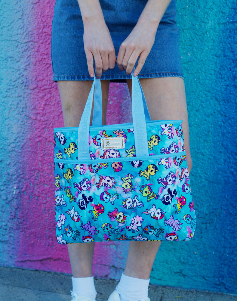 Watercolor Paradise Cinch Crossbody with model