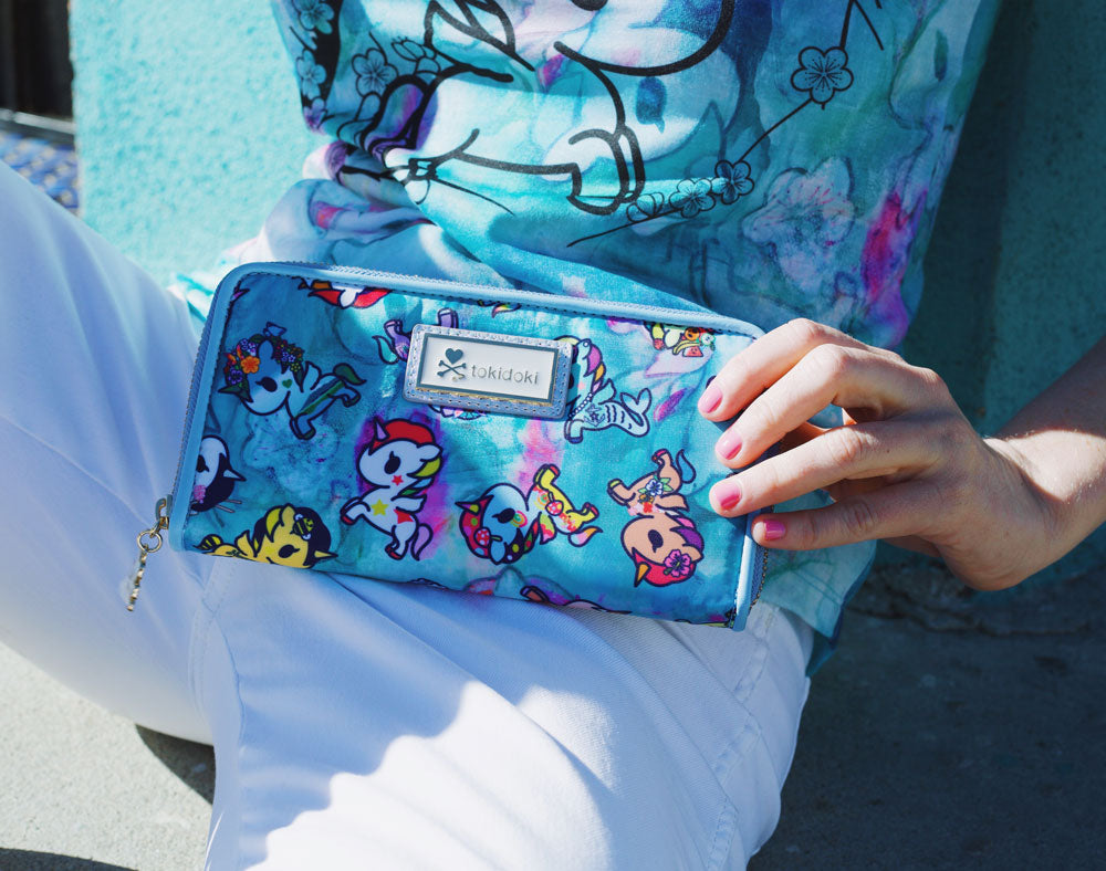 Watercolor Paradise Long Wallet with model