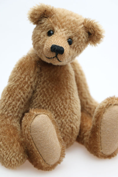 Cecil is a gorgeous little one of a kind traditional teddy bear made from beautiful antique gold mohair by Barbara Ann Bears. Cecil is 8 inches (20cm) tall and is 6 inches (15cm) sitting.