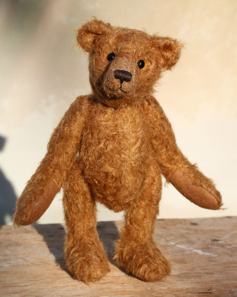 Charleston is a charming, traditional one of a kind artist bear in German mohair by Barbara Ann Bears, he stands 10 inches/27 cm tall and is 7.5 inches/22 cm sitting. Ambrose is made from wildly distressed, 'proper brown' German mohair, he has matching brown, wool-felt paw pads and vintage boot buttons for eyes