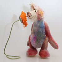 Hamish McBoagle is not the most sensible of bears, a comical one of a kind artist bear in hand-dyed mohair by Barbara Ann Bears. Hamish McBoagle stands 13.5 inches( 34 cm) tall and is 10.5 inches (26 cm) sitting.