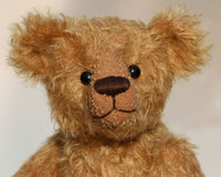 Jackson is a charming, traditional one of a kind mohair artist bear by Barbara Ann Bears, he stands 11.5 inches/29 cm tall and is 8.5 inches/22 cm sitting. Jackson is made from beautiful distressed antique gold German mohair, he has matching wool-felt paw pads and vintage boot buttons for eyes.
