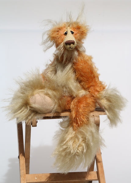 Macadamia is a marvellous, charming and elegant, one of a kind, mohair artist bear by Barbara-Ann Bears, he is 13.5 inches(34 cm) tall from his toes to his head and is 9 inches (23 cm) sitting from his bottom to his head, he has flexible knees and bent legs so he can't stand up, he just sits rather elegantly.