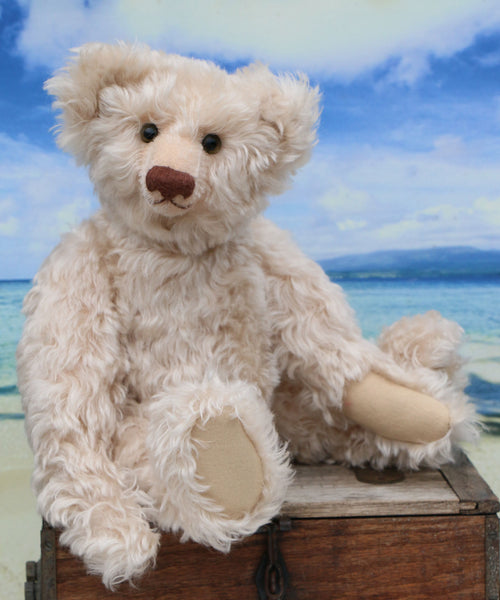 Peaches is a very sweet and pretty, one of a kind, mohair artist teddy bear by Barbara Ann Bears Peaches is 16 inches (41 cm) tall and is 11.5 inches (29 cm) sitting. Peaches is a very sweet and pretty traditional teddy bear, she loves to listen to your stories, read books and eat cake