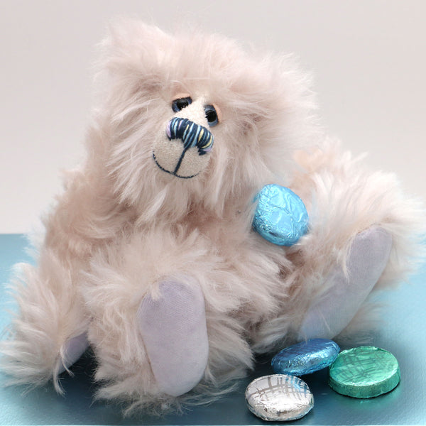 Quinn is a small yet mighty, adorable snowbear, a one of a kind artist bear in fluffy, scrumptious snowy mohair by Barbara-Ann Bears Quinn stands 7.5 inches (19 cm) tall and is 5.5 inches (13 cm) sitting.