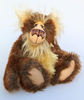 Rueben is a very sweet and cuddly, one of a kind, artist teddy bear in gorgeous faux fur and mohair by Barbara-Ann Bears. Reuben stands 13.5 inches (34 cm) tall and is 10.5 inches (26 cm) sitting.