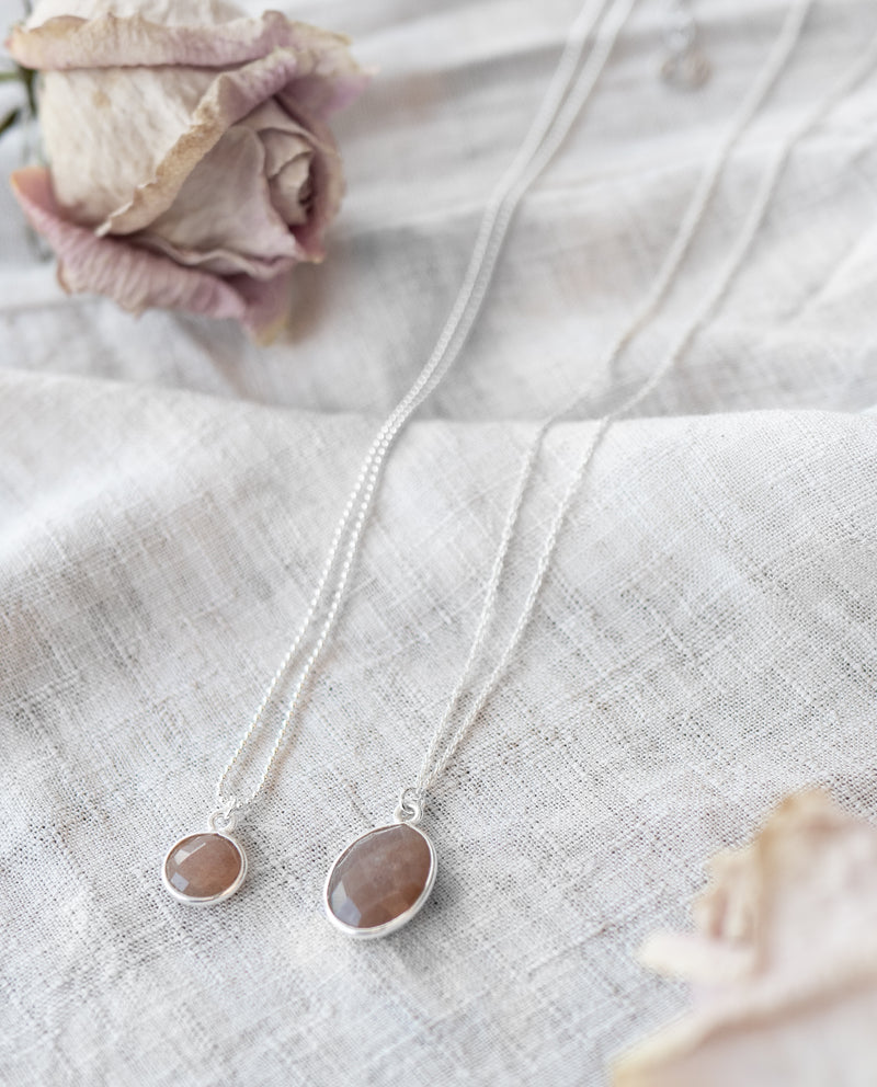 Mare Necklace | Peach Moonstone