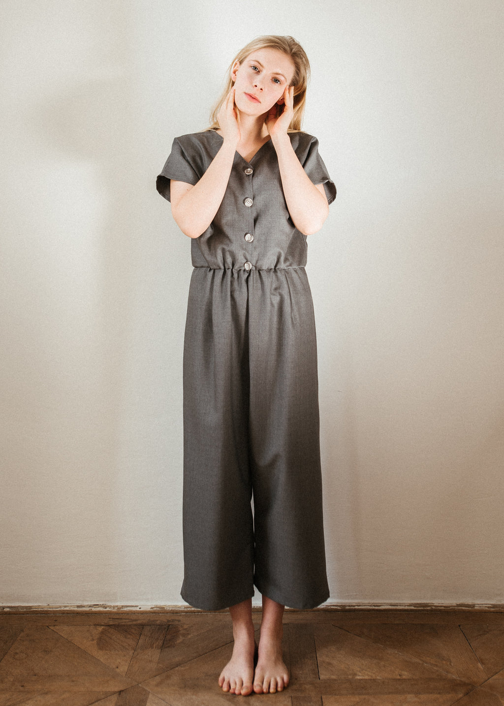 06 Light grey jumpsuit
