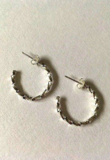 Small Twisted Hoops - Atelier Mach