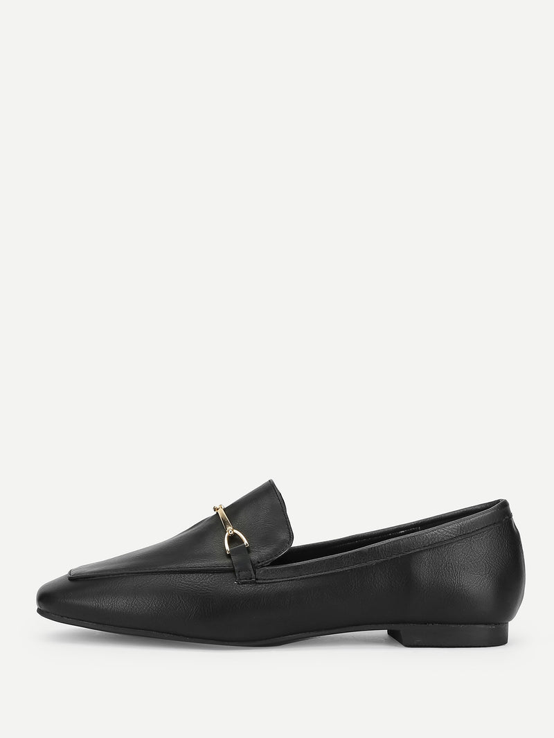 Slip On Flats mit Metall Detail
