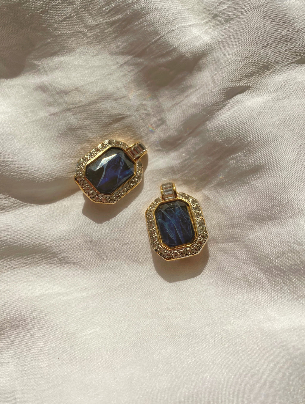 Vintage 80s goldtone lucite stone and strass clip earrings