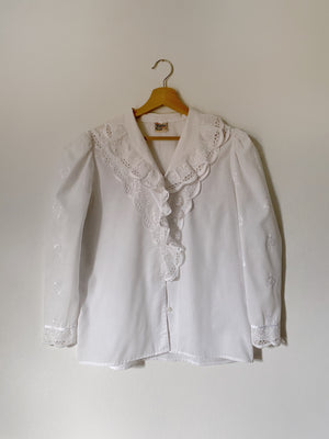 Vintage Austrian cotton blend embroidered details puff sleeve shirt