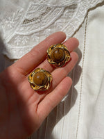 Vintage 80s goldtone lucite stone flower clip earrings