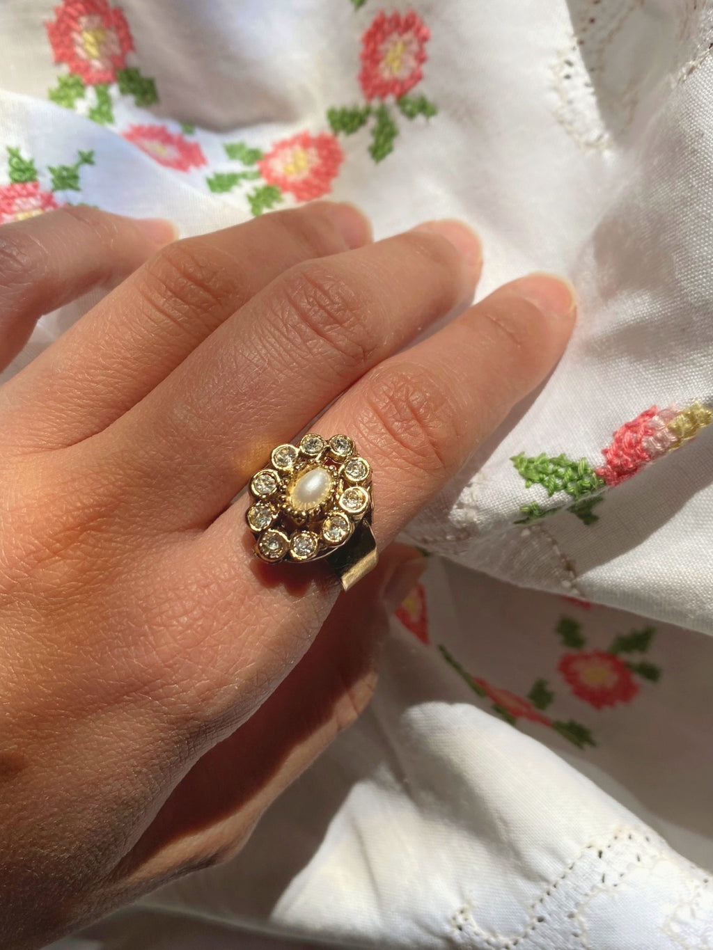 Vintage 70s handmade goltone pearl and zircons ring
