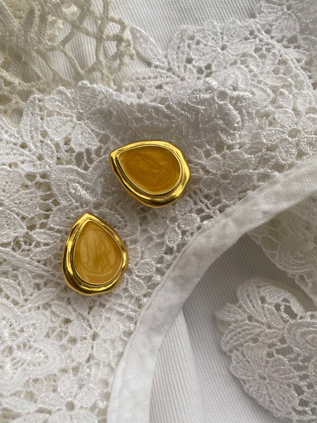 Vintage 80s Trifari goldtone yellow enamel clip earrings
