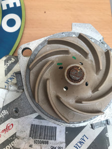 Water pump 1.6/1.8 TS - new but has rust please see photo
