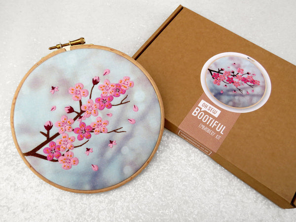 'Blossom' Embroidery Kit - My Modern Met Store
