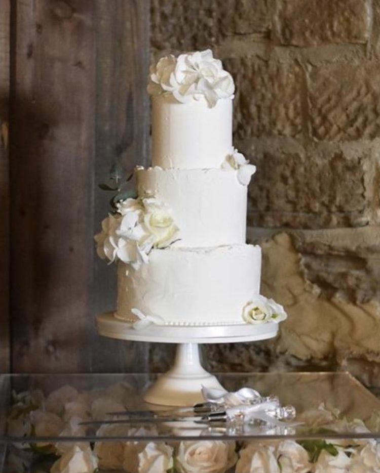 Prop Options Carbon steel adjustable cake stand displaying stunning white 3 tier wedding cake