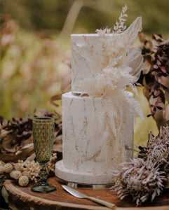 Stunning autumn themed cake using Prop Options ultra-polished acrylic cake separators - dried flowers and autumn leaves