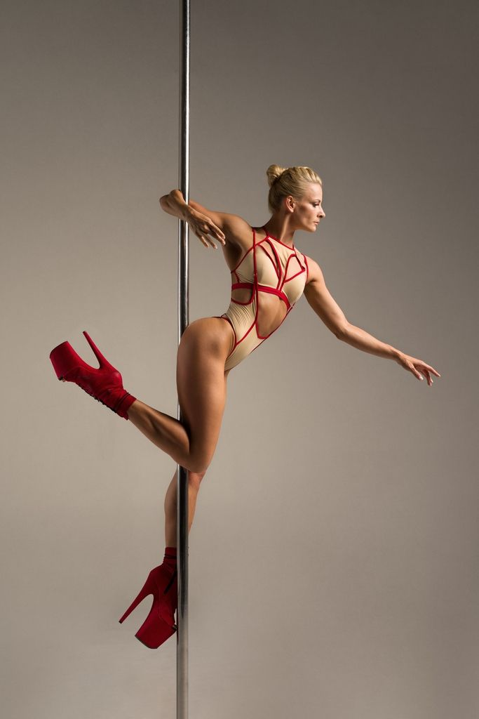Hamade Nude High Waist pole aerial dance set, side view on model