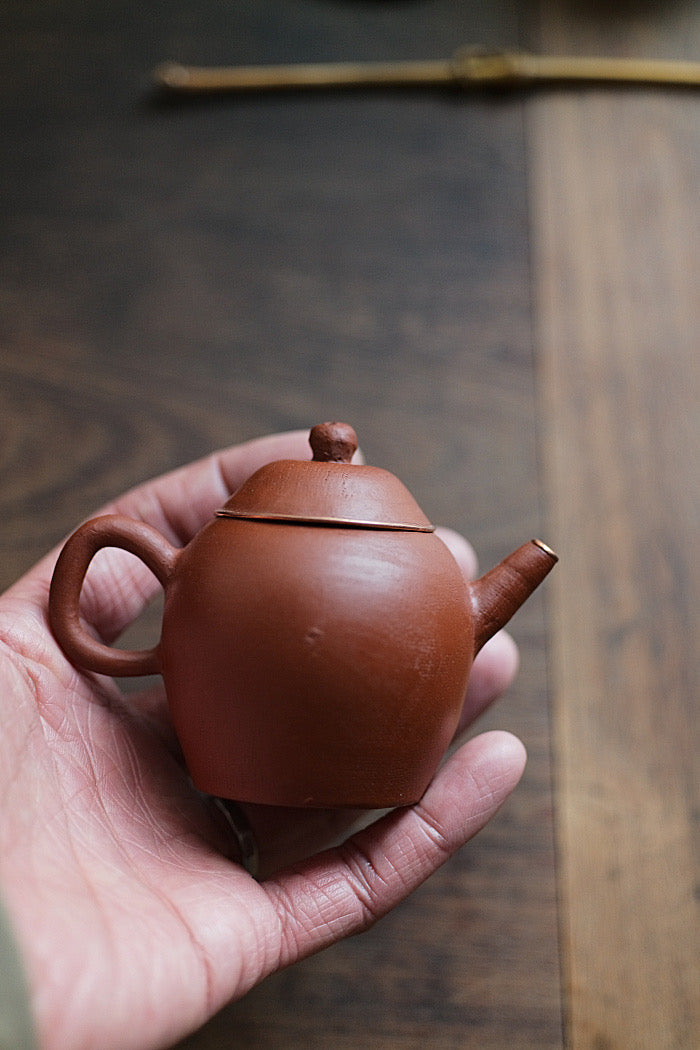 Hand-made zisha teapot with copper lining