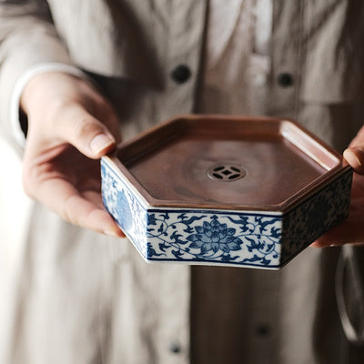 Hexagon Porcelain Hucheng with Coin-Shaped Copper Cover