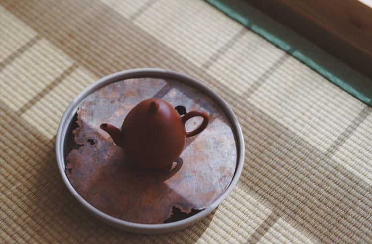 Weathered Red Copper Round Hucheng with Ceramic Base