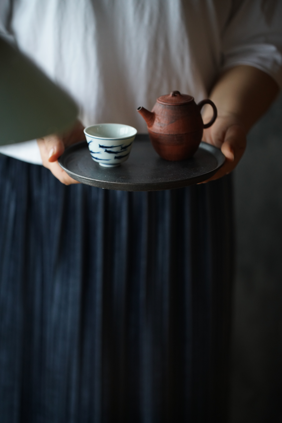 Metal-glazed Japanese Zen-style Round Porcelain Tea Tray