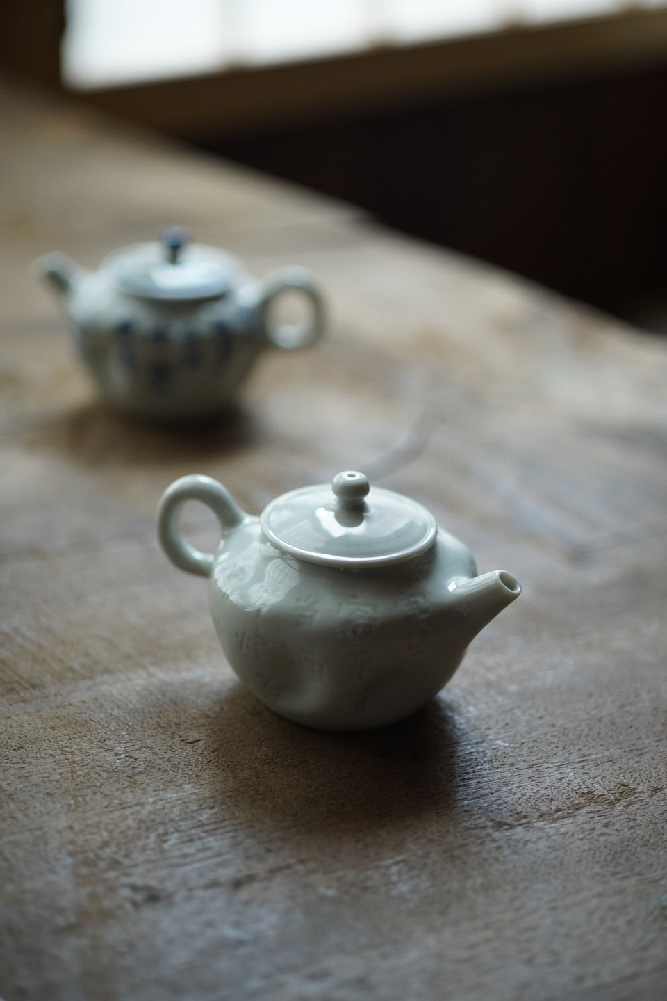White Subtle Carving Wabi-Sabi Poetry Teapot