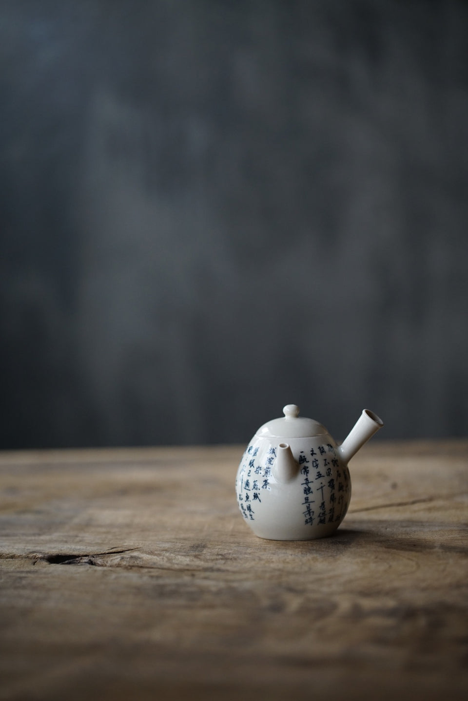 Side-stemmed calligraphy teapot