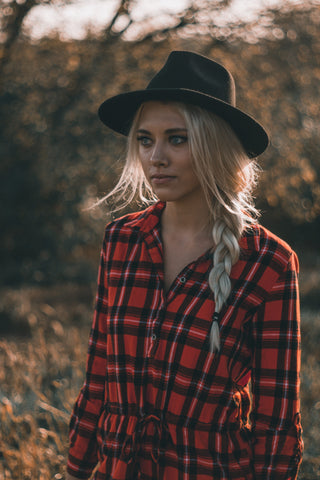 Robe imprimée à motif tartan - Photo by Taylor on Unsplash