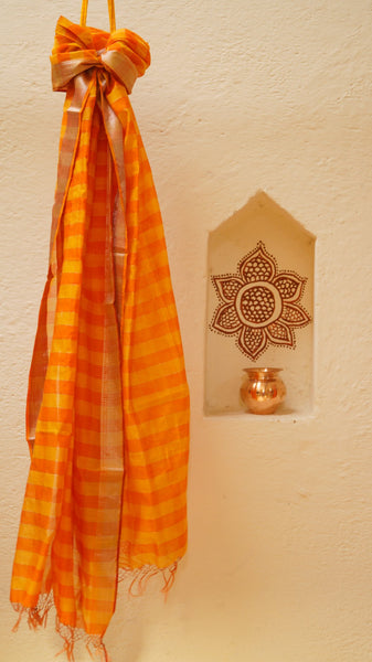 Maheshwari Checkered dupatta with Zari border