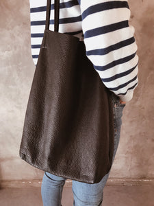 THE BLACK LEATHER TOTE BAG