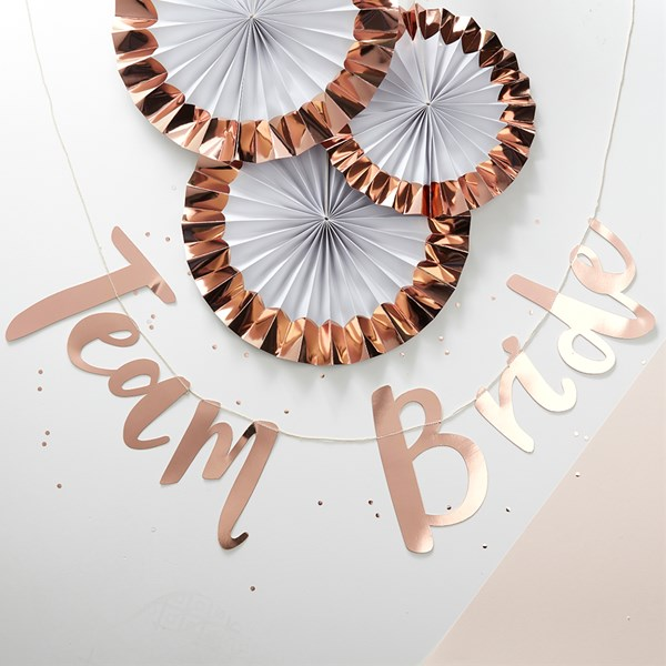 team-bride-girlande-rosegold-bridalshower